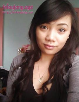 Foto selfie cewe cantik pamer toket gede montok, toket jepit kontol, tobrut cantik